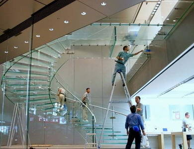 苹果上海店奢华玻璃屋 外墙玻璃单块150万元