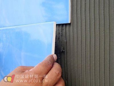新型環保瓷磚膠面世受青睞