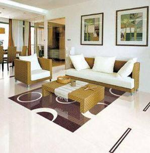 """大块头""""瓷砖,甚至在原先占卧室绝对地面空间的地板,也有被仿木纹瓷砖"""