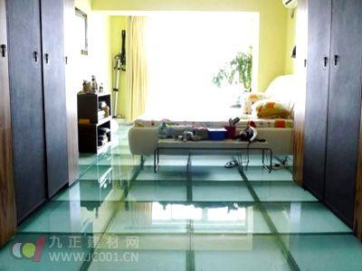 地板行业新面孔——玻璃地板亮相