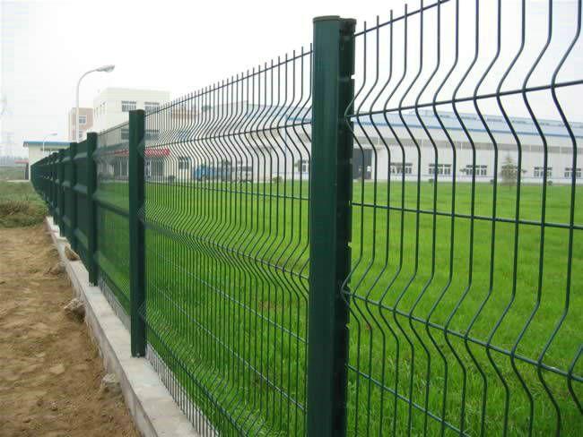 体育场围栏网桃型柱护栏网