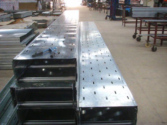 天虹牌优质镀锌钢制槽式电缆桥架及配件