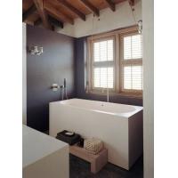 椭圆形浴缸