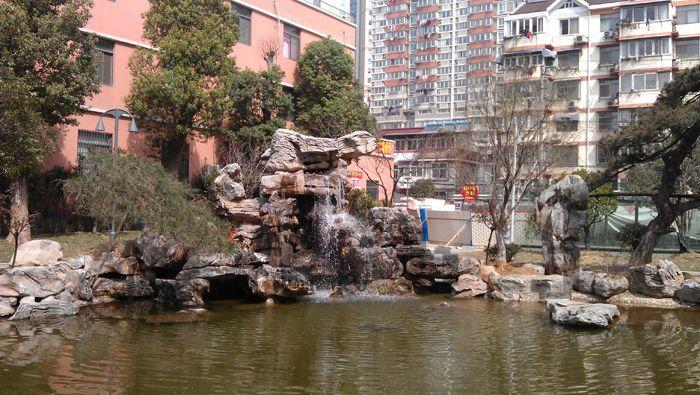 千层石假山瀑布、驳岸