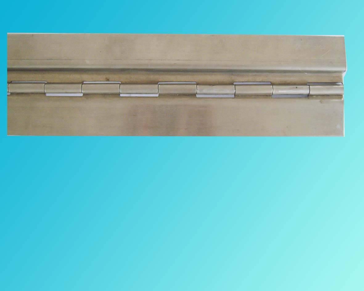 """""""九个太阳""""排铰有不锈钢排铰,铜排铰,铝排铰,铁排铰(镀彩锌,镀铜,镀蓝锌,喷漆白色、黑色、彩色多种颜色),产品规格厚度从0.5——3.0都可定做,规格长有20—6000mm,宽0.6"""" 1""""1.2""""1.5""""2""""2.3""""至128MM质量好。2、采用自动化生产线生产、出货迅速,质量优,花色多样。产品本身的特殊结构,加上产品设计合理,活动灵活。因此被广泛用于经常需要活动的接合地方。例:钢琴上下翻板合页、长柜门和装饰盒合页、金属信箱合页、"""