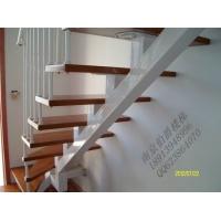 斜梁钢木楼梯