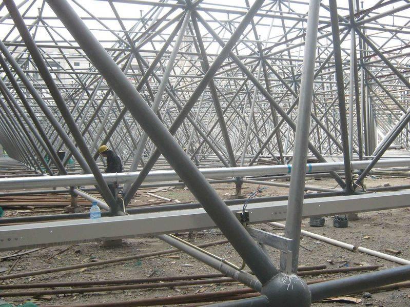 网架等有关的钢结构工程,以及钢建筑工程,并可根据客户要求制作;来图