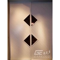 港克多衣柜門-白橡大百葉斜紋+菱形茶鏡多級邊