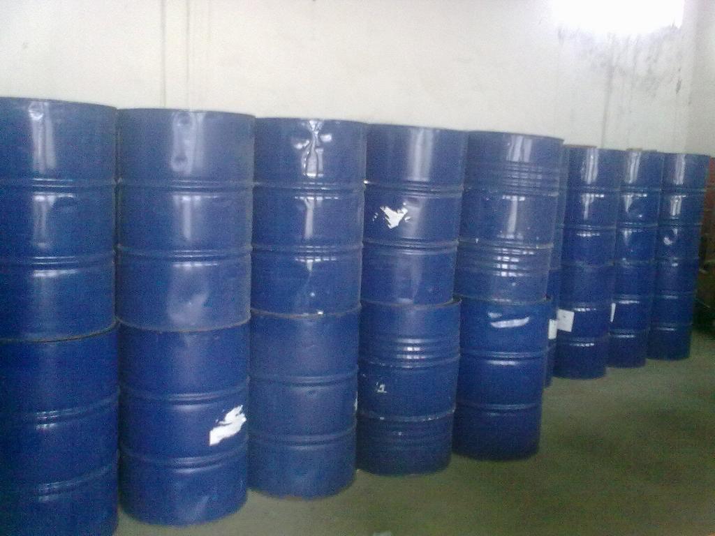 白胶 ( 甲组份 ) 保质期 6 个月 铁桶包装 250kg/ 桶    黑胶