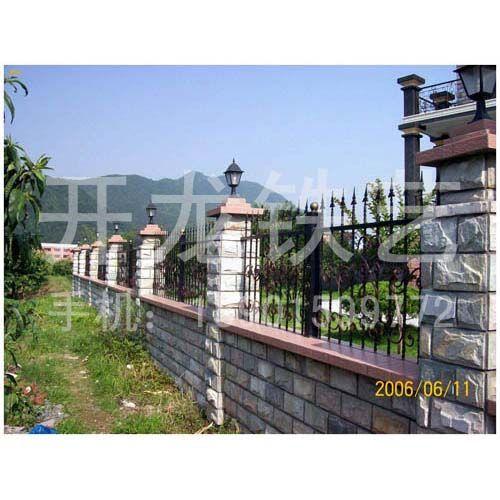 安装欧式风格的外墙围墙护拦