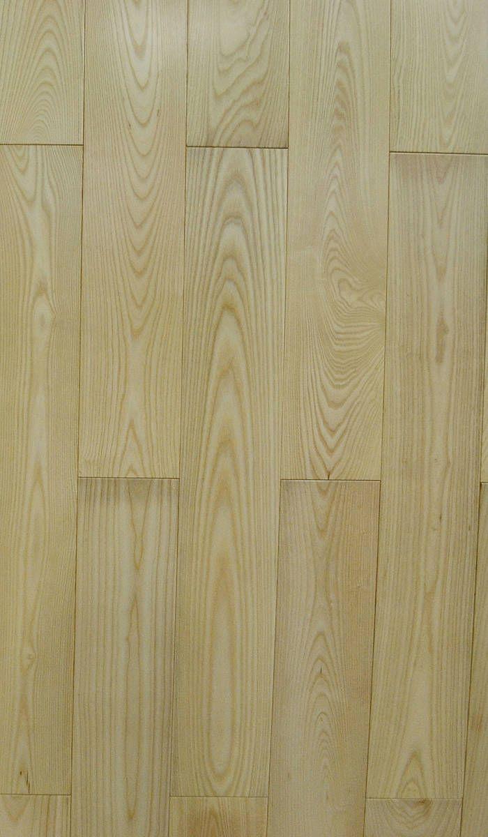 橡木又称栎木,是橡木经刨切加工后做成的实木地板或者实木多层地板 橡木是很受人喜欢的树种,纹理直略交错,结构中等,木材重而硬,强度及韧性高;稳定性佳。有美丽的天然纹理,制作成地板产品后装饰性强,可搭配各种风格的装修。橡木地板花色品种多;纹理丰富美丽,花纹自然;冬暖夏凉,脚感舒适;地板的稳定性相对较好。
