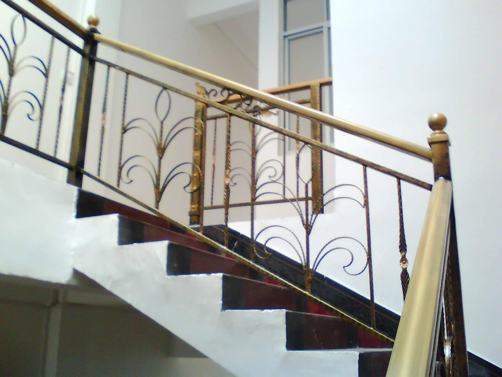 铁艺旋转楼梯图片