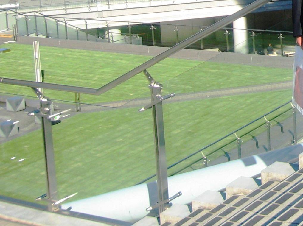 不锈钢玻璃栏板扶手 - 九正建