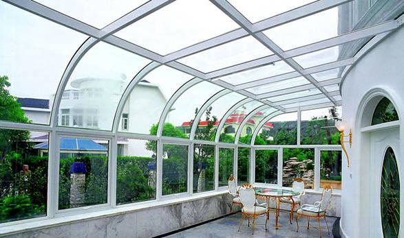 广州加华装饰有限公司始创于1998年,是专业门窗制造企业,位于番禺区金科工业区,占地2000平方米。公司采用高科技生产技术,现代化的管理模式,致力于向全球客户提供高级门窗配套解决方案。   公司所有门窗产品采用国内独有超强抗压铝合金彩纹型材,具有良好的稳固性和隔音隔热效果,传动控制系统全部采用德国丝吉利娅SIEGENINA、诺托ROTA等专业门窗配件,有效的保证了门窗的使用寿命。2002年,公司引进韩国汉狮HANS智能中空玻璃电动窗饰系统,配合公司型材,在保持原来产品优势的前提下,先后开发出中空