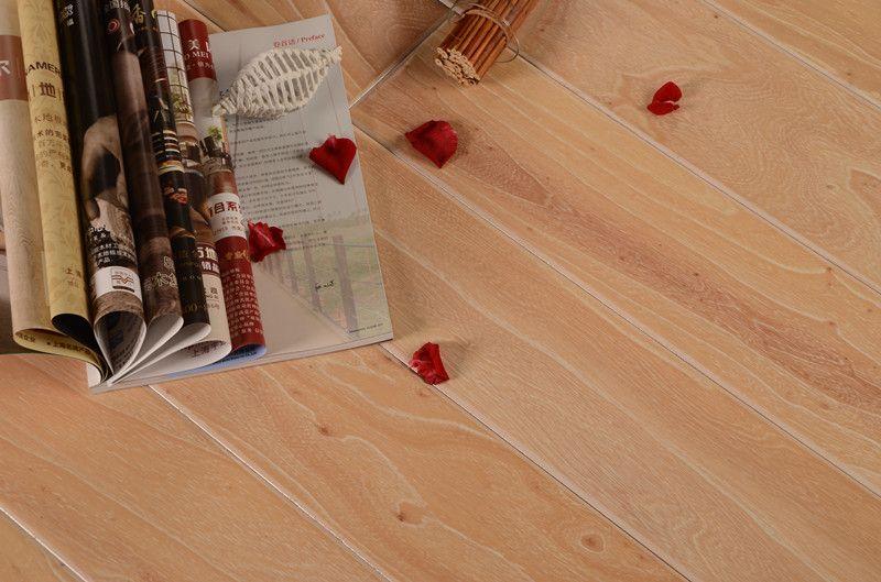 榆木浮雕4号色实木复合地板