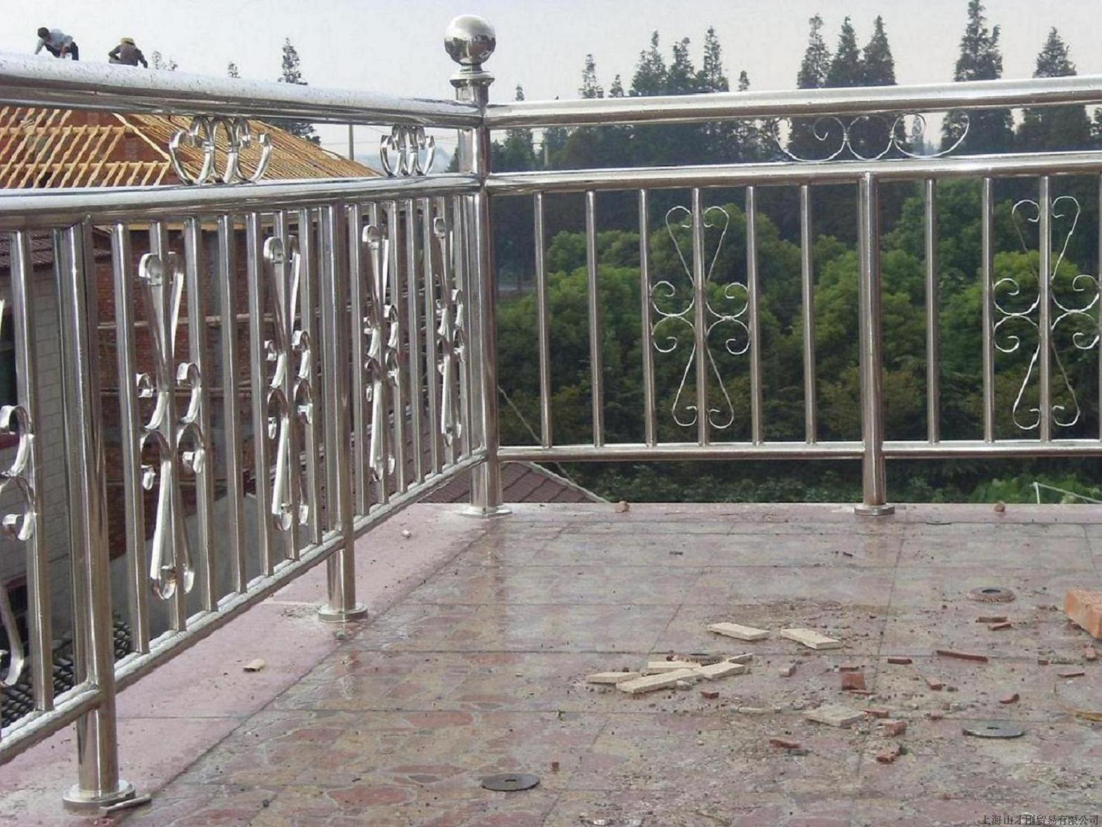 供应深圳龙岗不锈钢阳台栏杆