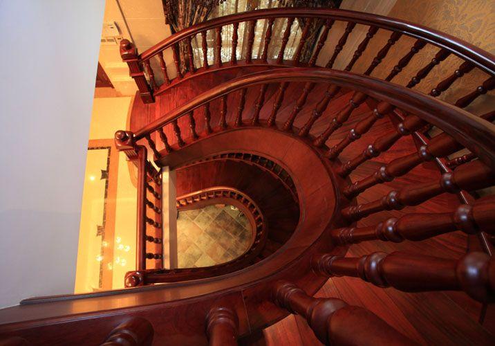 弧形楼梯图片