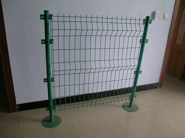 供应高速公路护栏网 高速公路隔离栅 高速公路围栏