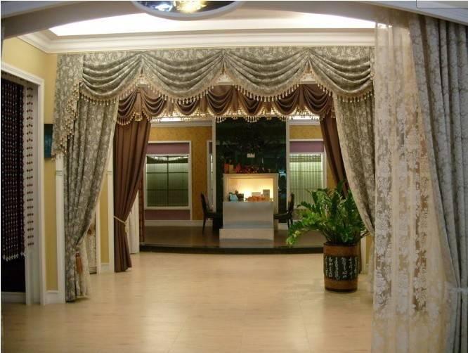 从张窗帘店装修效果图上,我们可以看出,灯光的重要性.
