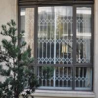 南京彩钢折叠防盗窗|南京家居装饰固定防盗窗图片