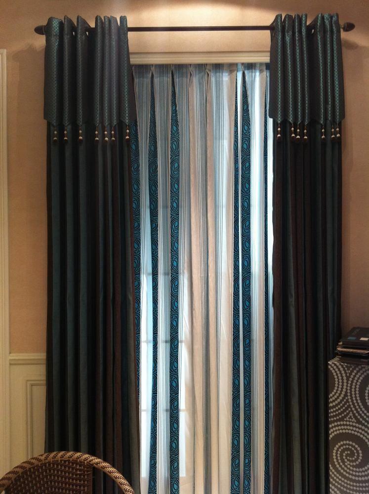 冬季,拉上幔帐式的窗帘将室内外分隔成两个世界,给屋里增加了温馨的暖