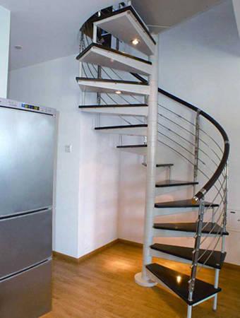 钢结构中柱旋转楼梯问:钢结构制作的中柱旋转楼梯,保证能同时上下人