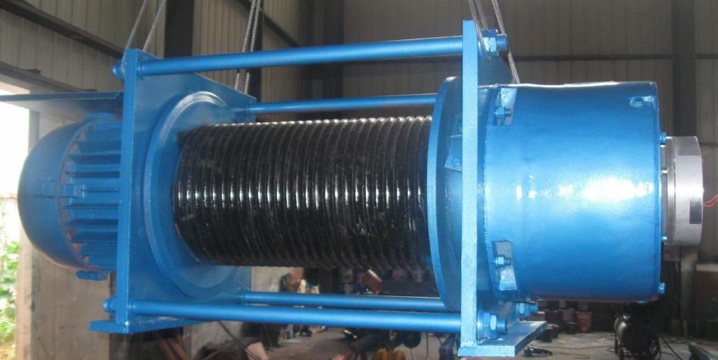 CDF型新型葫芦卷扬机 是在钢丝绳电动葫芦的基础上设计面成,具有电动葫芦的平稳升降,安全制动外,还备有失电摩擦电磁制动器,体积小巧结构紧凑,工作能力强,单绳负载0.5t~8t,卷筒容绳可达到200m。还可两台一组对称使用,是分体式卷扬机的理想代替产品。