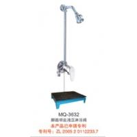 脚踏液压明装节水淋浴器