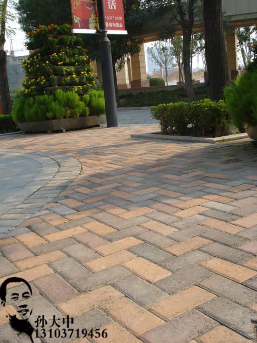 砖)都比较滑,最好找别的砖——5公分厚的建菱砖铺人行道效果高清图片