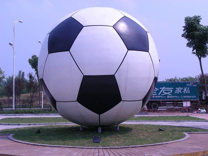 奥体广场足球雕塑