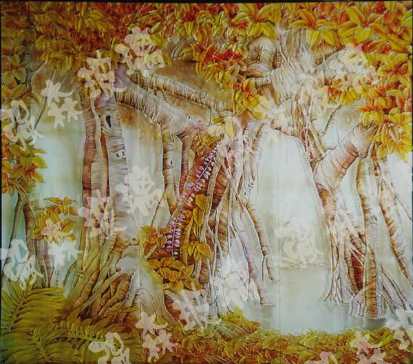 榕树的叶子纷纷飘落在地上,有的像蝴蝶翩翩起舞,有的像黄莺展翅欲飞