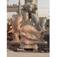 手工雕刻鲤鱼戏水,龙凤大鹏,大象骏马,宝瓶鹿鹤等石雕瑞兽动.