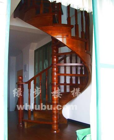 原木旋转楼梯