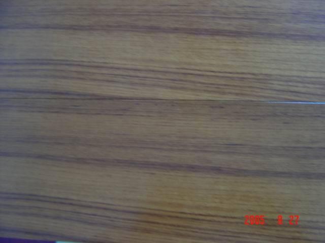木材名称:柚木 中文名:泰柚 英文名:Teak 拉丁文名:T. Grandis 产 地: 缅甸 材 质:树种名贵,直纹或稍交错纹理,给人以色泽自然柔和健康的感觉,甚耐腐耐磨,高品位,易搭配,易加工,是制作地板的理想材料,为缅甸国宝名贵木种.
