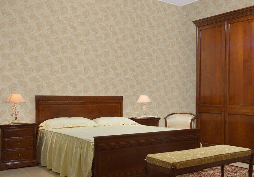 新丝路无缝墙布主要有以下特点: 无缝铺贴 无须拼接 新丝路无缝墙布面料为高档纺织品常用材质--聚酯纤维织物,花色以金丝刺绣出经典的大马士革图案,属于典型的欧式风格。用于做电视背景墙、卧室墙面、大厅墙面等效果都不 错。白璧无缝墙布可以满足一般家居内墙高度,品牌特有的无缝铺贴专利技术能把墙布轻松而平整地铺贴到墙面上。